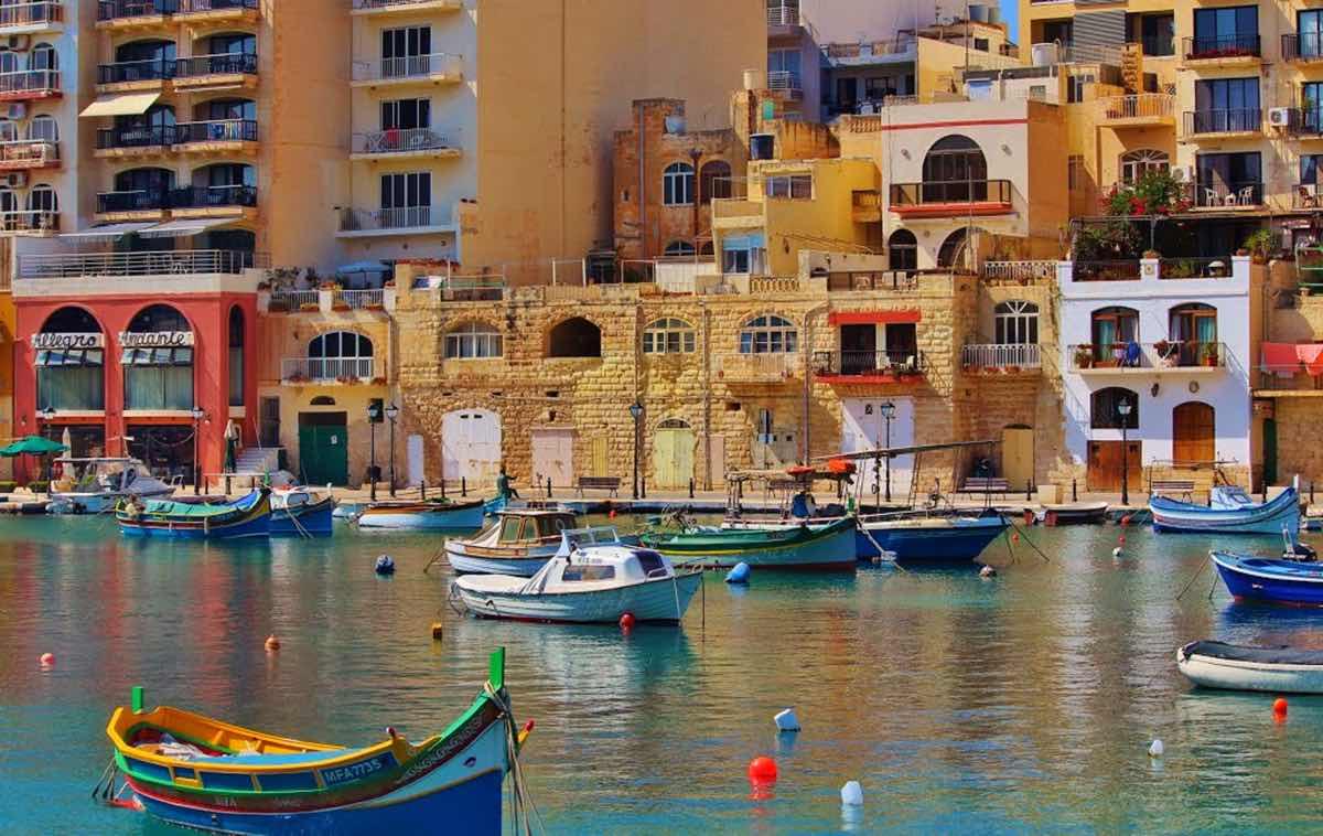 malta by public transport bus malta island