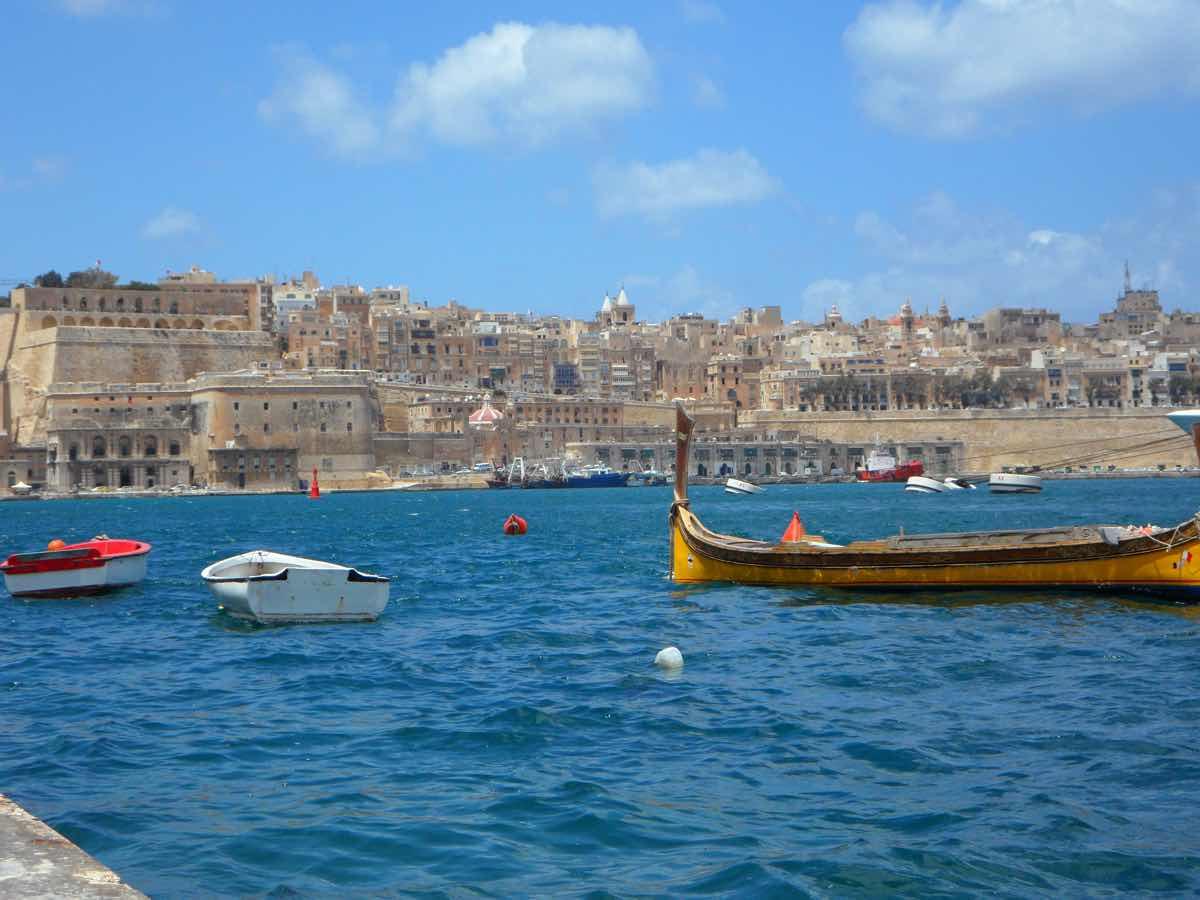 malta by public transport bus sliema