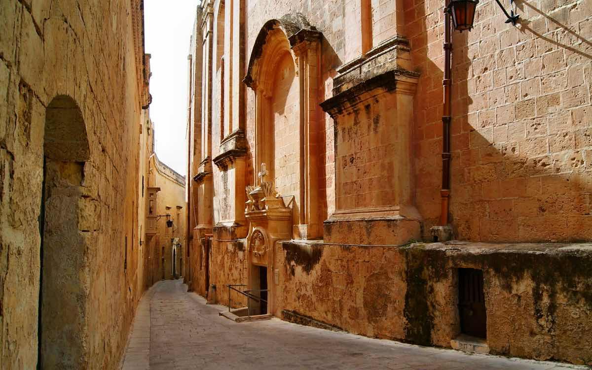 malta by public transport bus to mdina