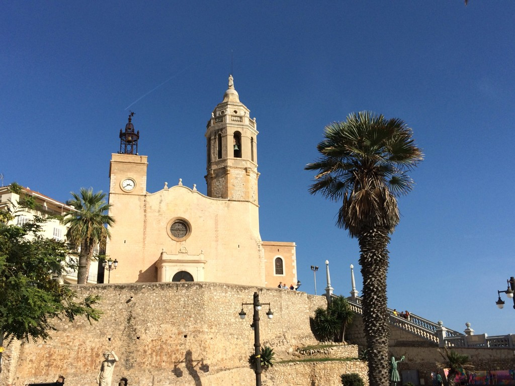 Recharging Batteries in Sitges Beach | www.geekyexplorer.com