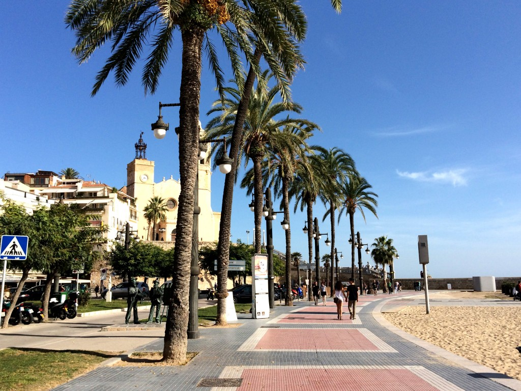 Recharging batteries at Sitges | www.geekyexplorer.com