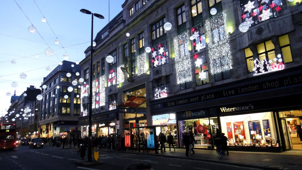 All I want for Christmas is London!   www.geekyexplorer.com