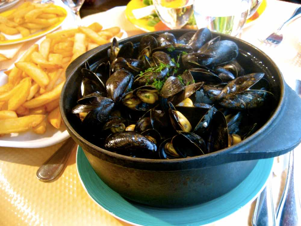 popular Belgian food - Moules Frites
