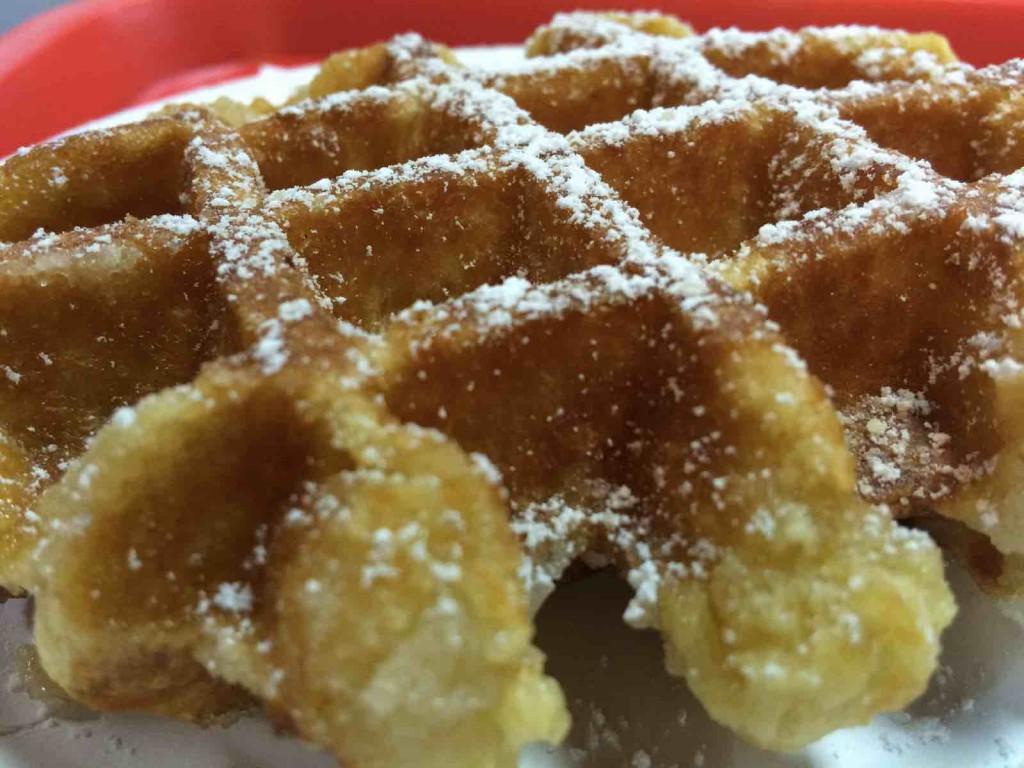 popular belgian food - How to eat waffles