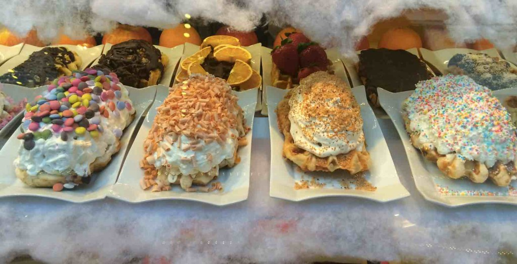 popular belgian food - How not to eat waffles
