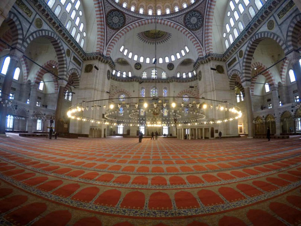 experiences to have in Istanbul - Inside Sulemaniye Mosque