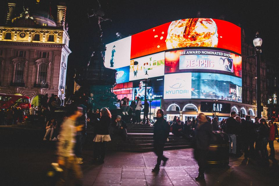 how to fund a travel lifestyle - piccadilly
