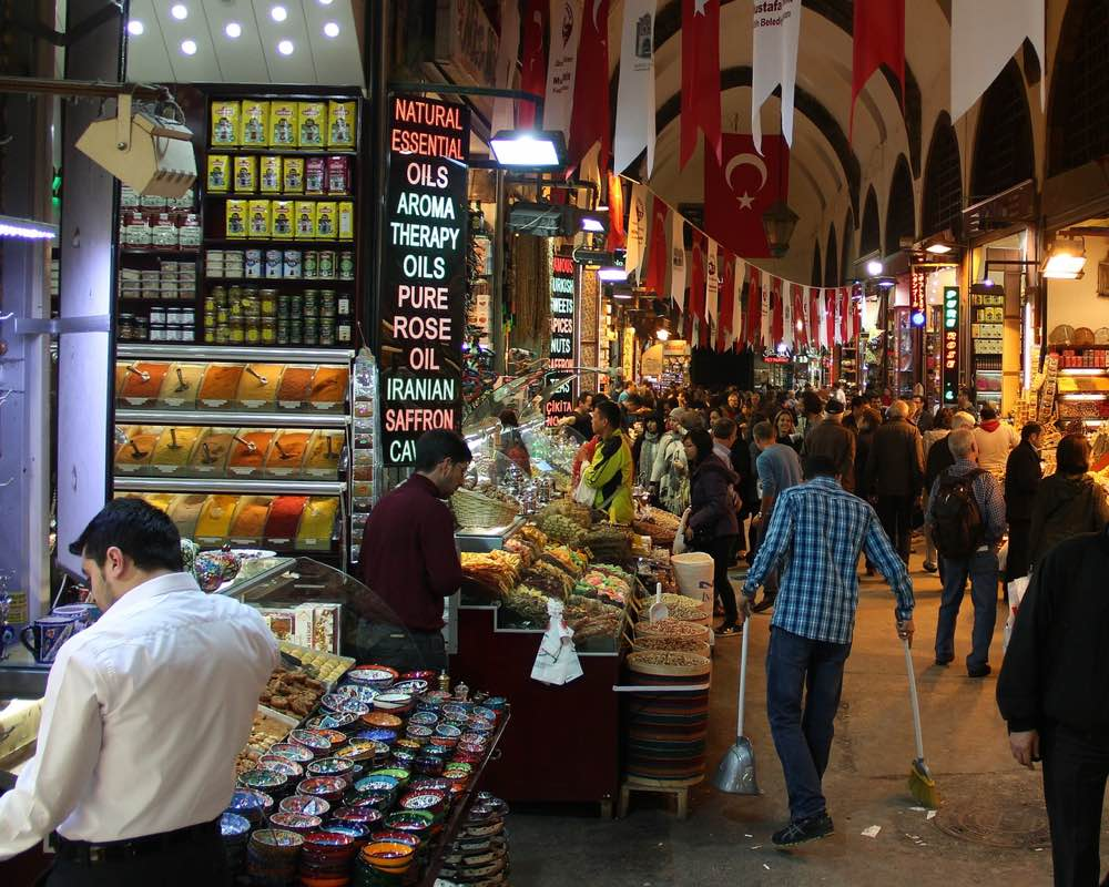 ways to travel without money - istanbul grand bazaar