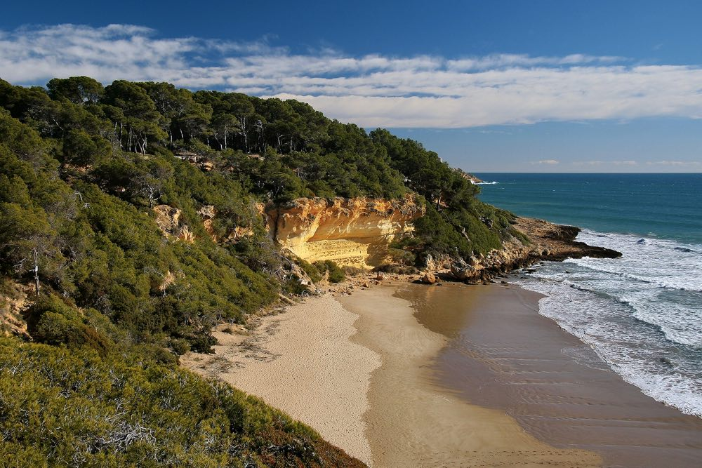 best day trips from barcelona tarragona beaches waikiki
