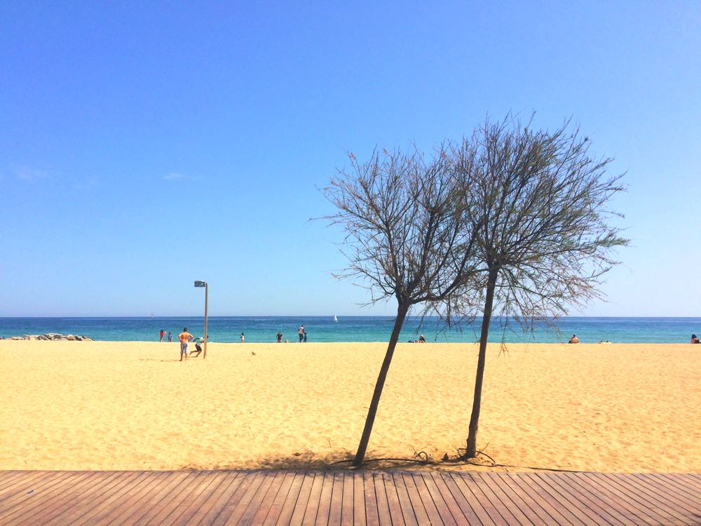experiences-barcelona-things-to-do-local-beaches-badalona
