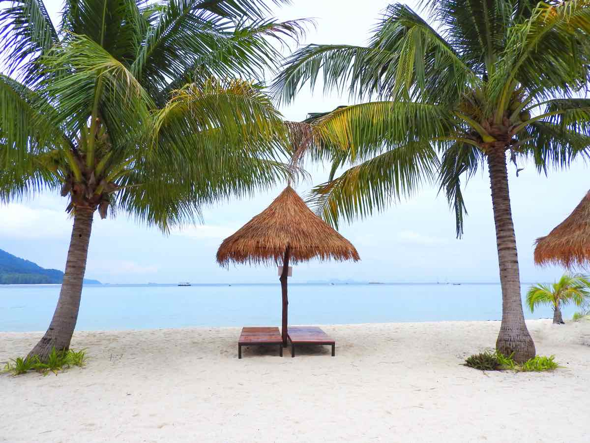 guide koh lipe blog travel guide relax sunrise beach palm trees