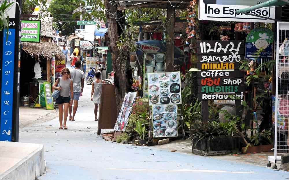 guide koh lipe blog walking street food restaurants shops