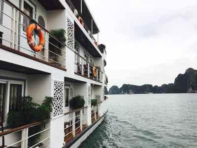 choose best halong bay cruise cristina diamong
