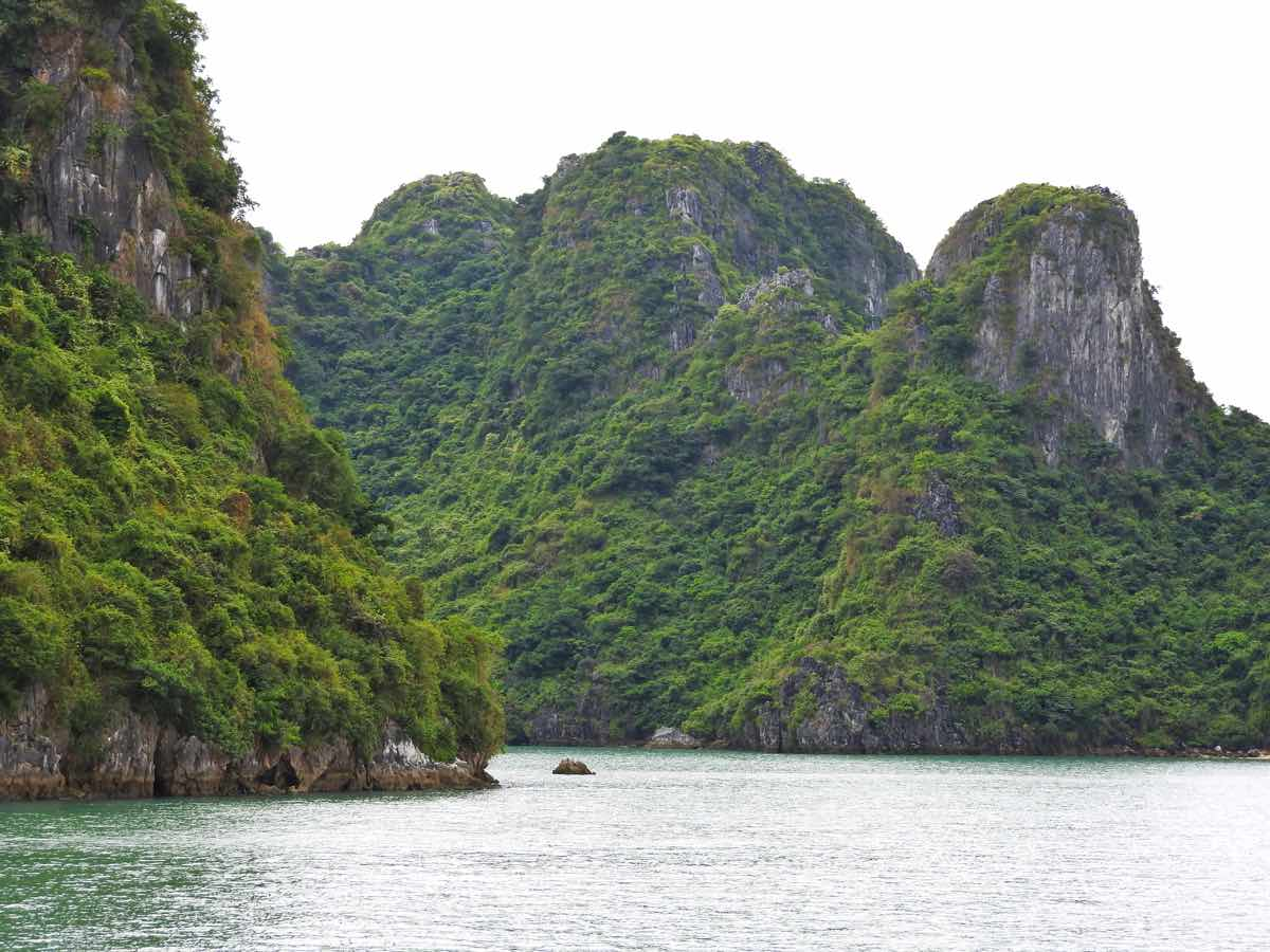 how to choose best halong bay cruise guide recommendations tips halong islands