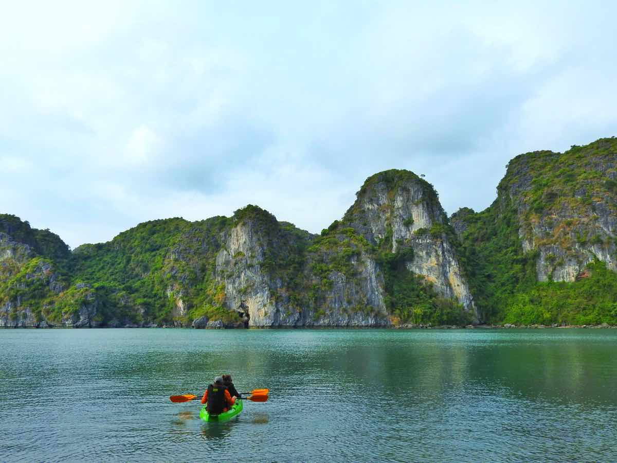 how to choose best halong bay cruise guide recommendations tips halong kayak