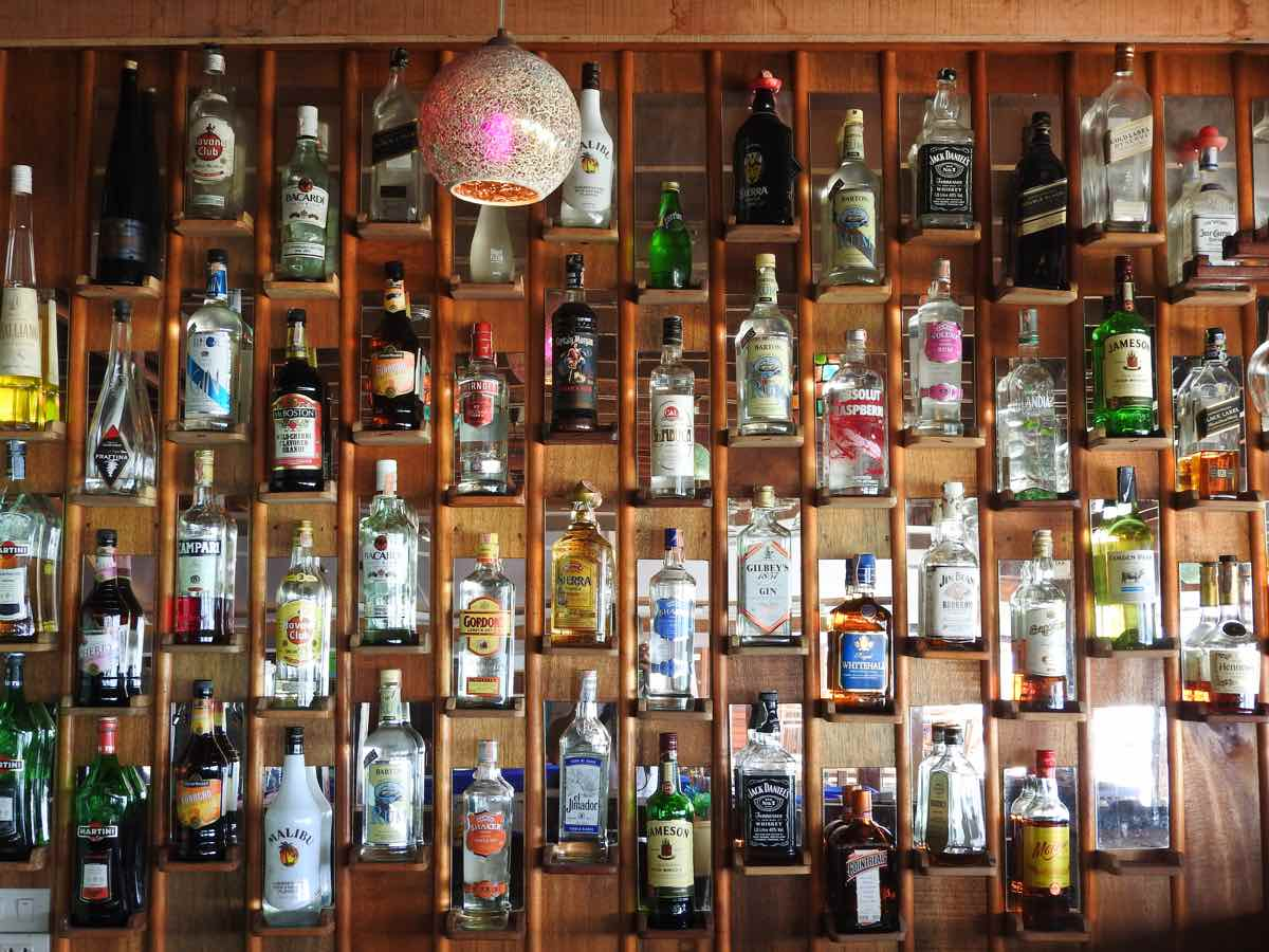 koh lipe zanom sunrise resort bar wall