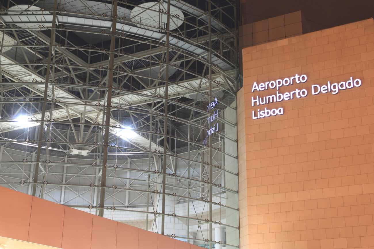 lisbon airport to city center downtown aeroporto building