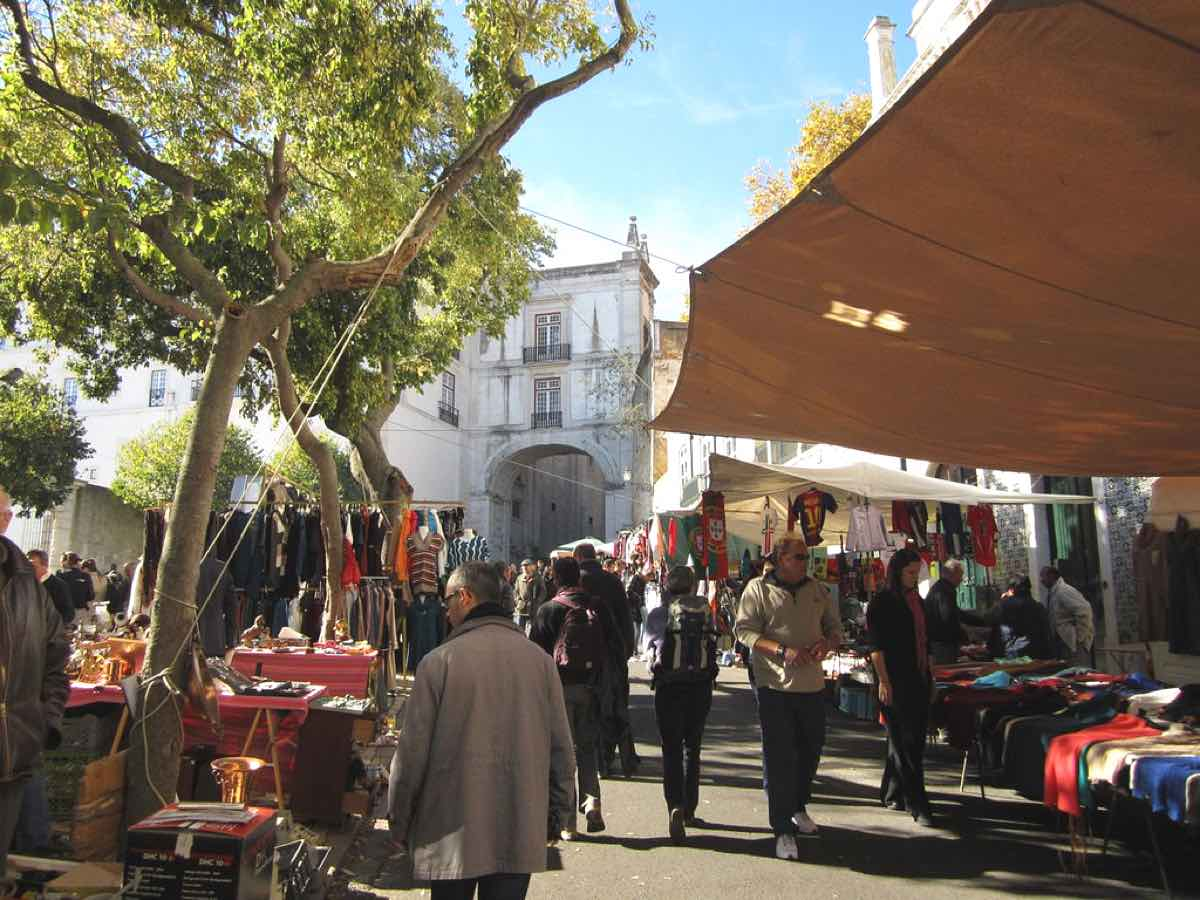 lisbon hidden gems secrets thieves market