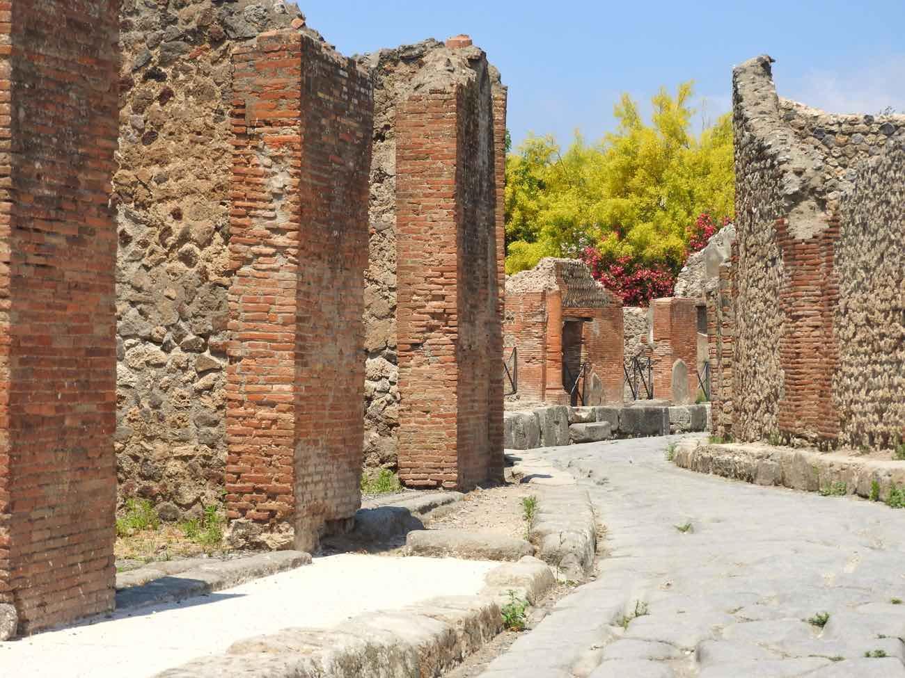 how to plan naples italy amalfi coast pompeii vesuvius - pompeii scavi ruins