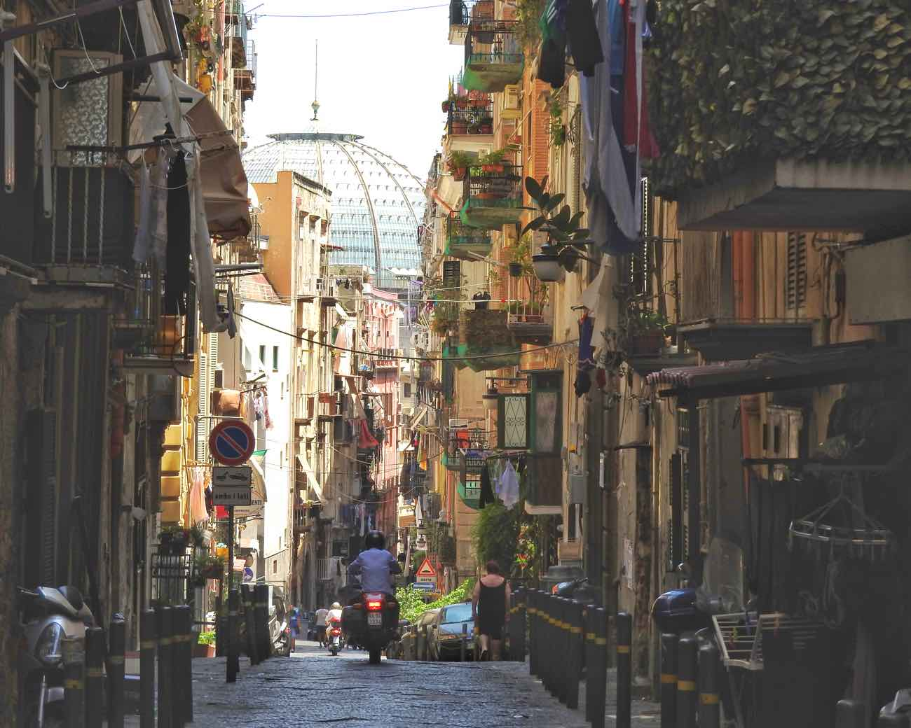 is naples safe for tourists in 2017 - spanish quartier streets