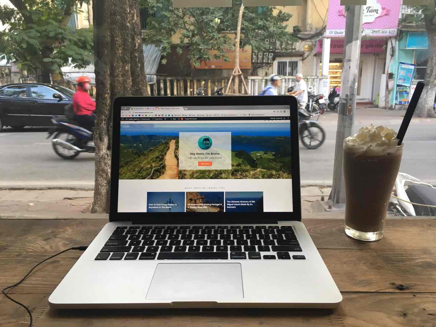 vietnam travel tips coffeshops laptop