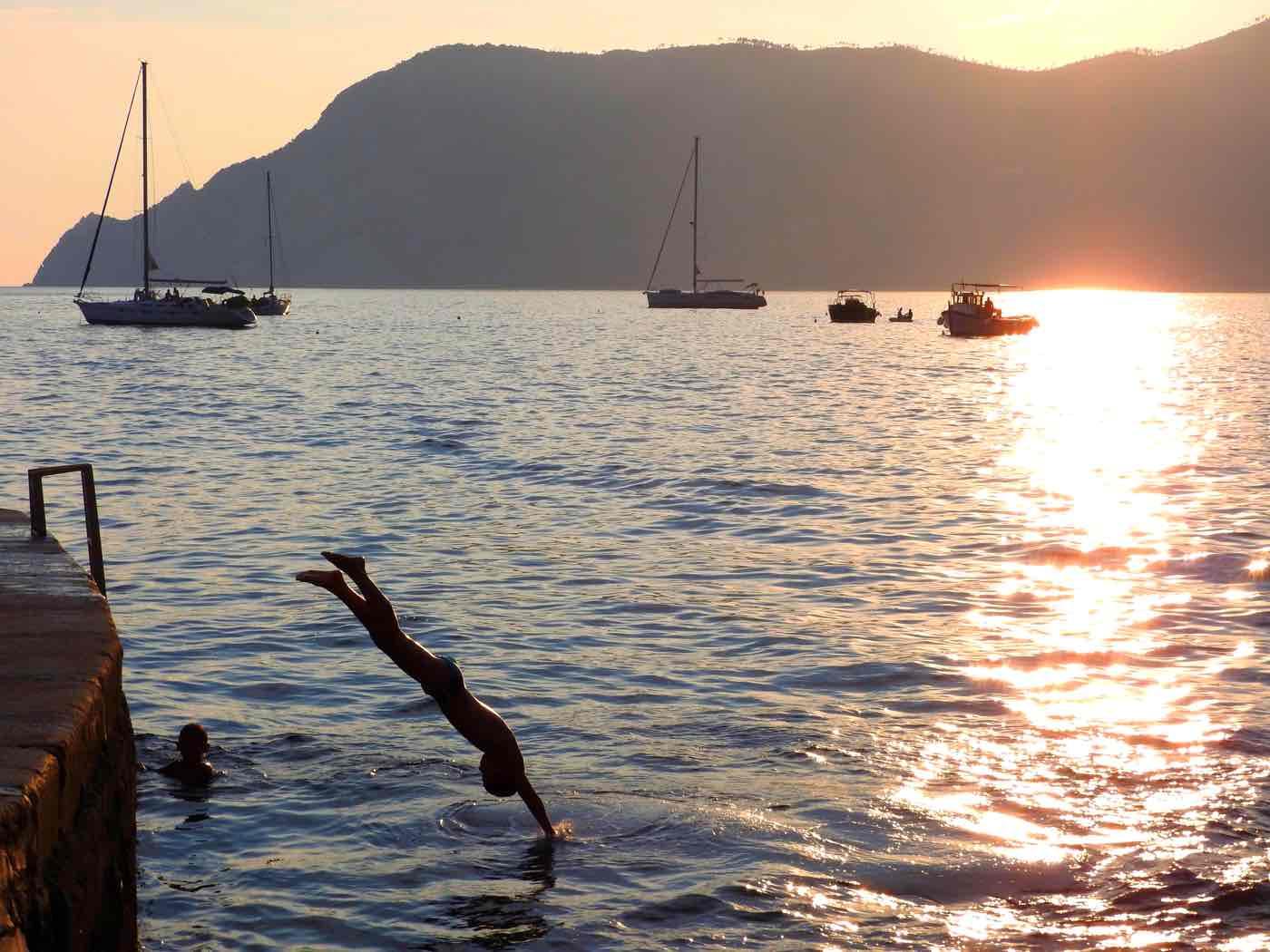 cinque terre guide swimming
