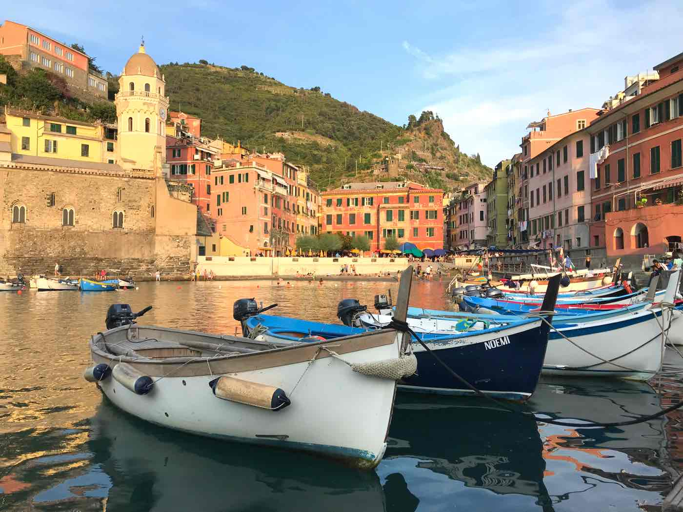 guide cinque terre blog where to stay vernazza harbor italy