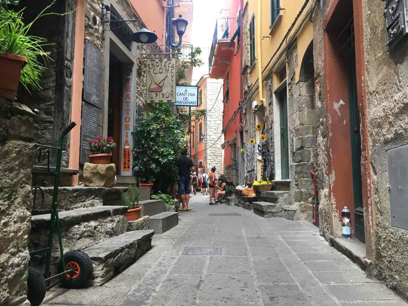 guide cinque terre corniglia italy
