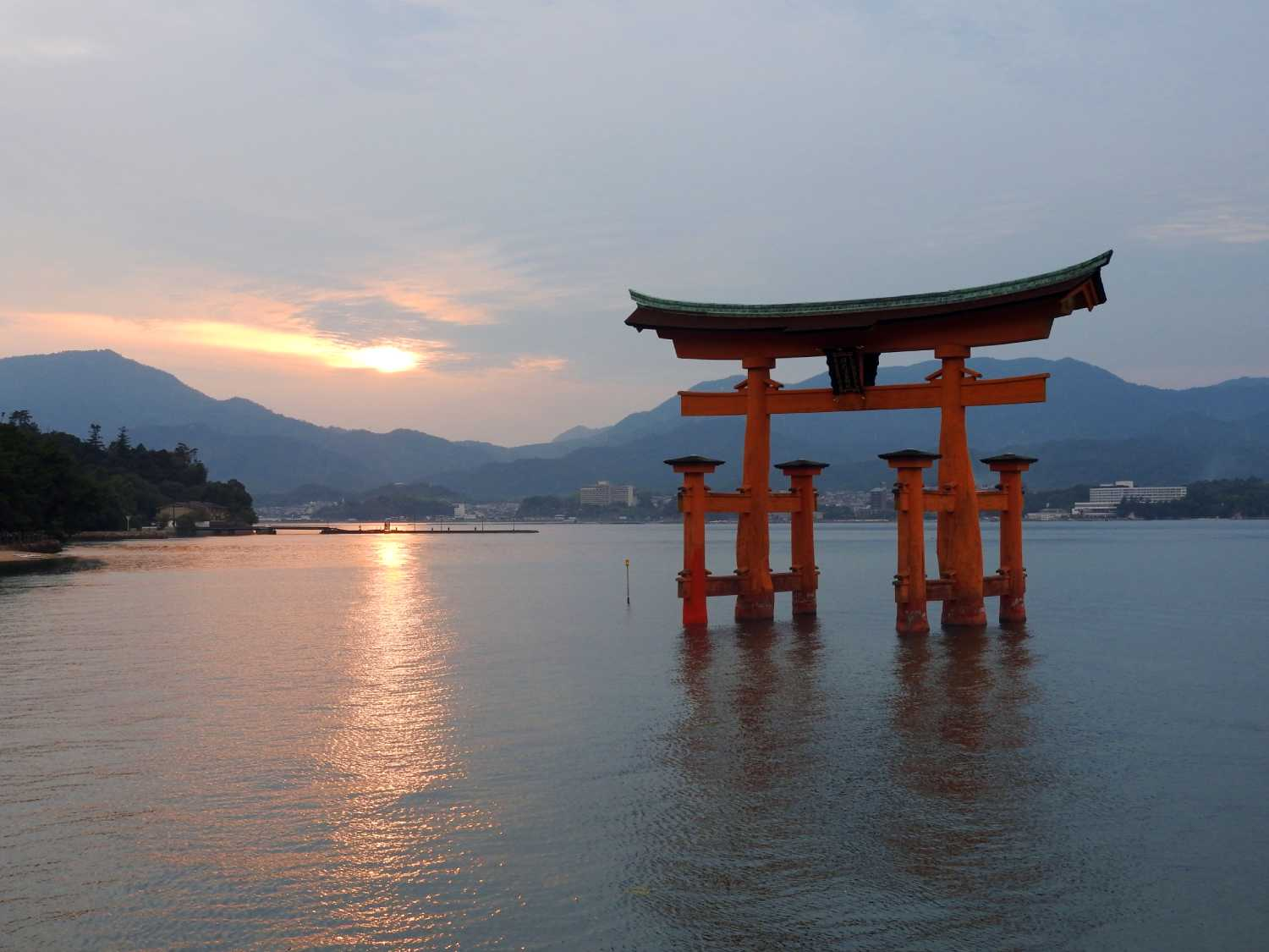 japan itinerary two weeks miyajima floating torii