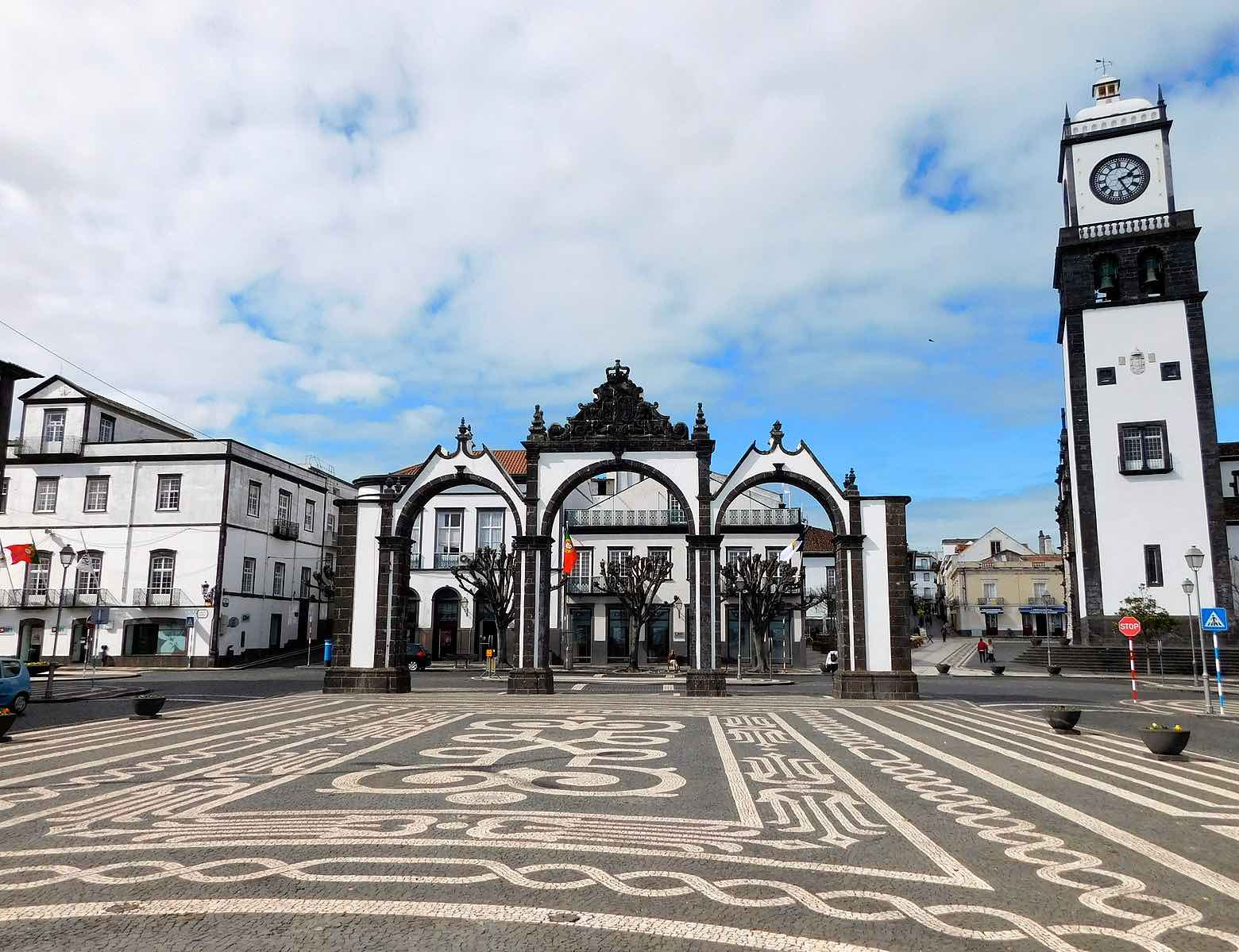 ponta delgada azores portas da cidade city gates