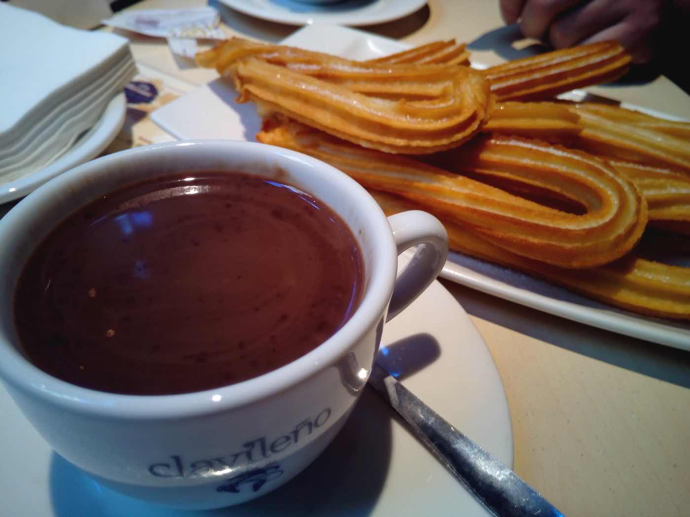 experiences in barcelona like a local chocolate con churros