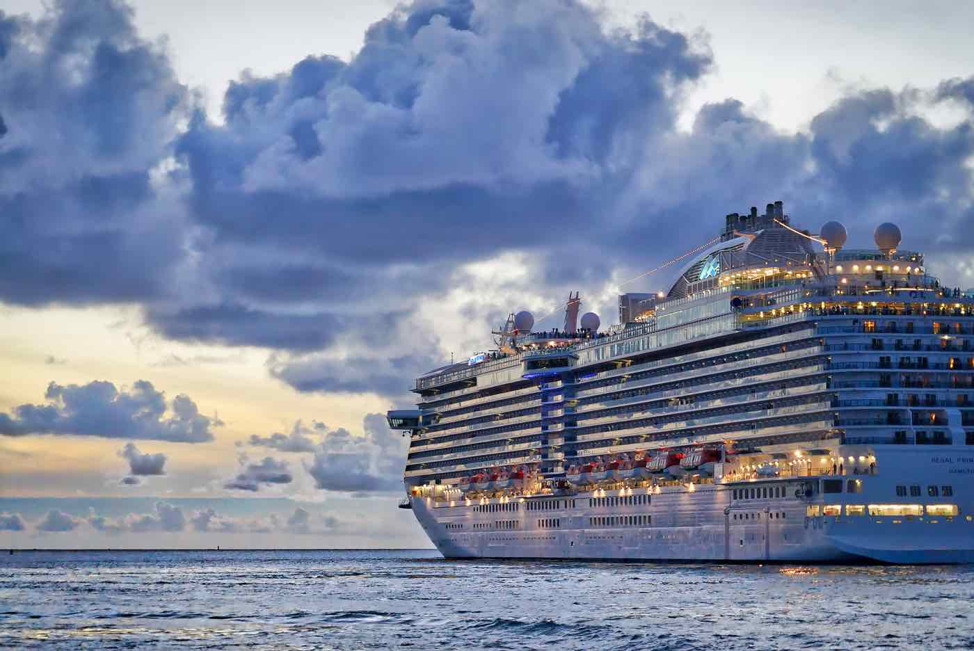 Cruise ship pollution clouds