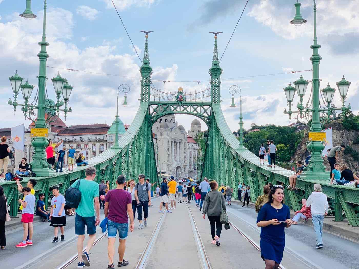 things to do budapest bridge elizabeth