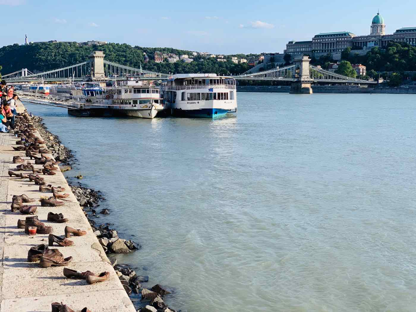 things to do budapest shoes danube bank